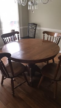 Dining room table for sale, includes 6 chairs and leaf. Burke, 22015
