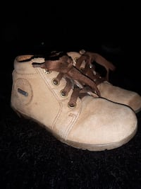 Girls boot/shoe   size 7 Ottawa, K1B 4L3