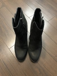 Pair of black leather Aldo ankle boots 554 km