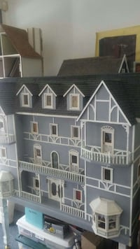Dollhouse. 14 room mansion  Kent, 98030