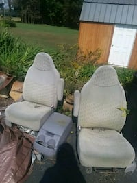 ford pick up seats and center console Ingleside, 21644