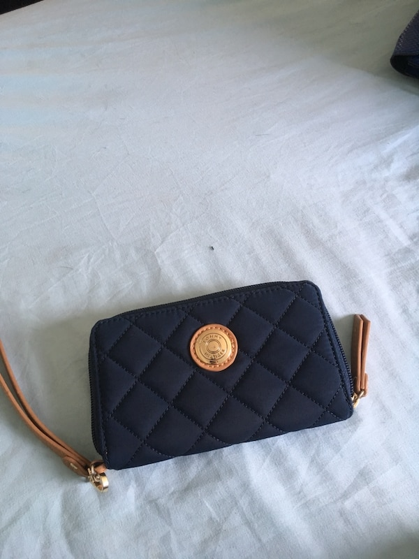 fd98c67be57 Used Navy blue Women's Tommy Hilfiger wallet for sale in Antioch ...