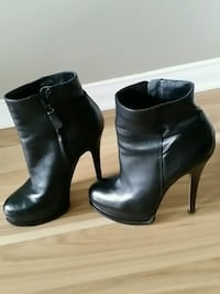 pair of black leather side-zip booties Oshawa, L1K