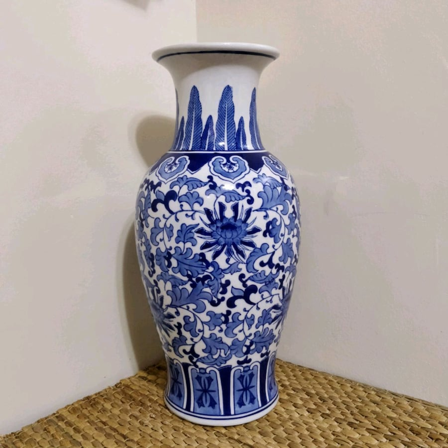 Bombay company ceramic vase blue and white pattern