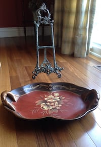 Ceramic big heavy plate hand painted, 13'x 15' on metal antique style easel in excellent condition . Brossard, J4Y 2J7