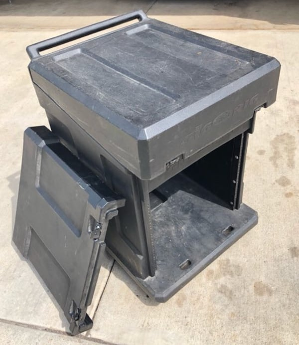 SKB Gig Rig Rack Case With mixer top and Casters 10U 3dc40ef3-f124-4afd-bb0b-7a15c1cf42ce