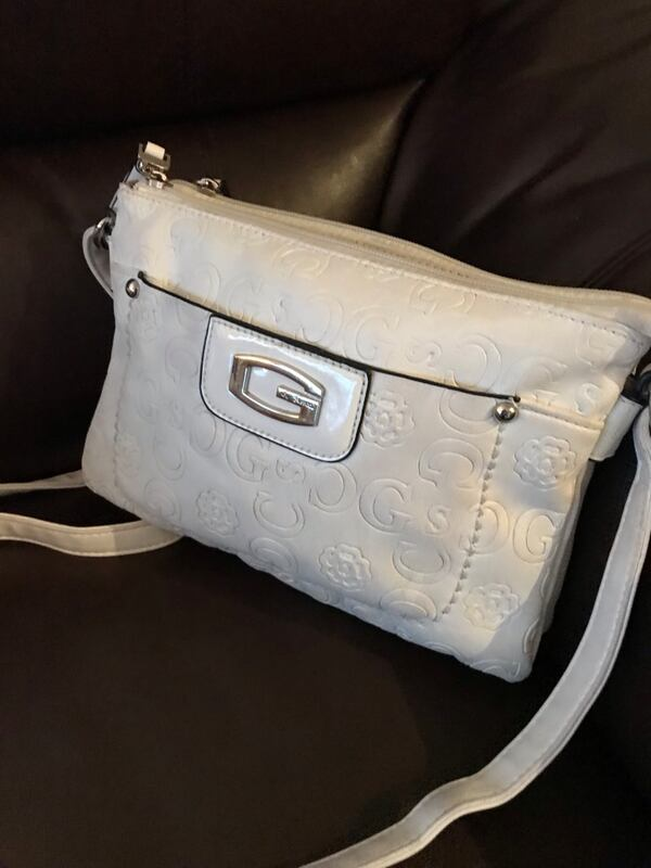 Cross body purse d117adcf-59a2-475c-b75f-ec5b1688fecf