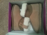 pair of brown sheepskin boots in box size 8m Rocky Mount, 27804