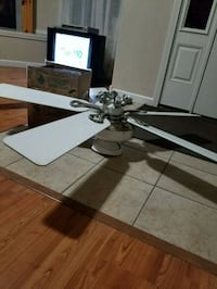 Hunter ceiling fan with remote and light covers
