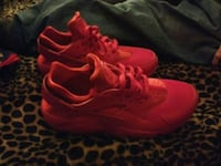 pair of red Nike Huarache shoes  Louisville, 40214