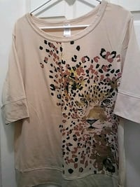 white and black leopard print scoop-neck shirt Los Angeles, 90061