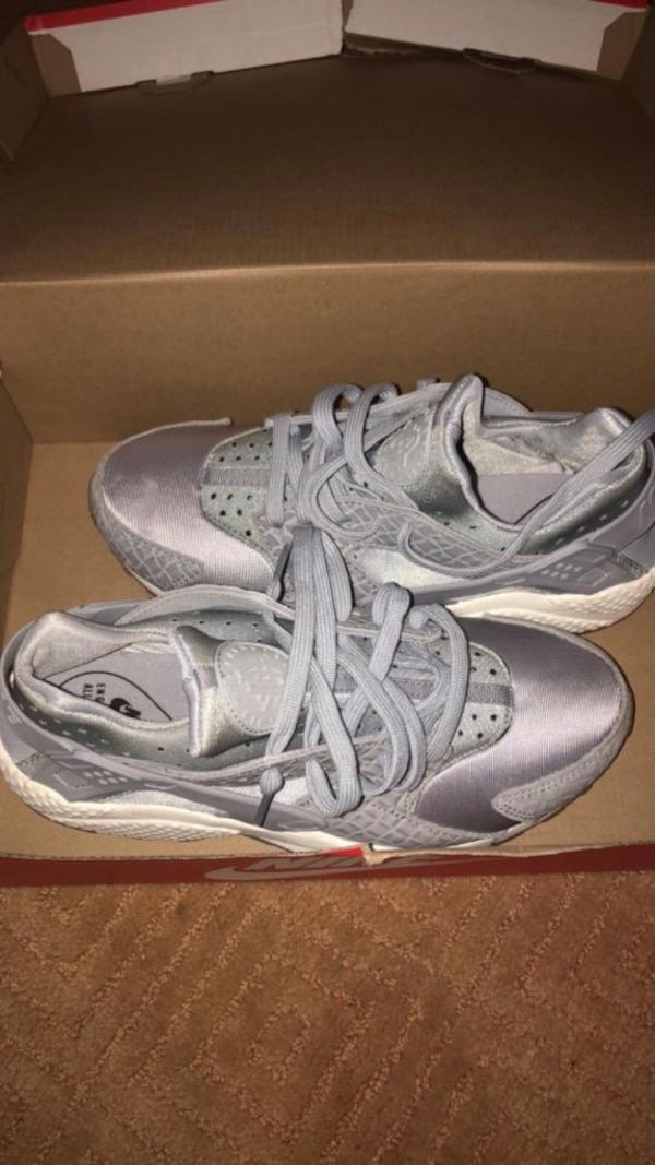 b58551a367c1 Used Pair of gray nike running shoes size 8.5 for sale in Stockbridge -  letgo