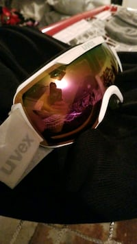 UVEX Skiing / Snowboarding Goggles
