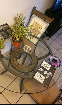 Glass dinning table with 4 matching chairs Palmdale, 93550