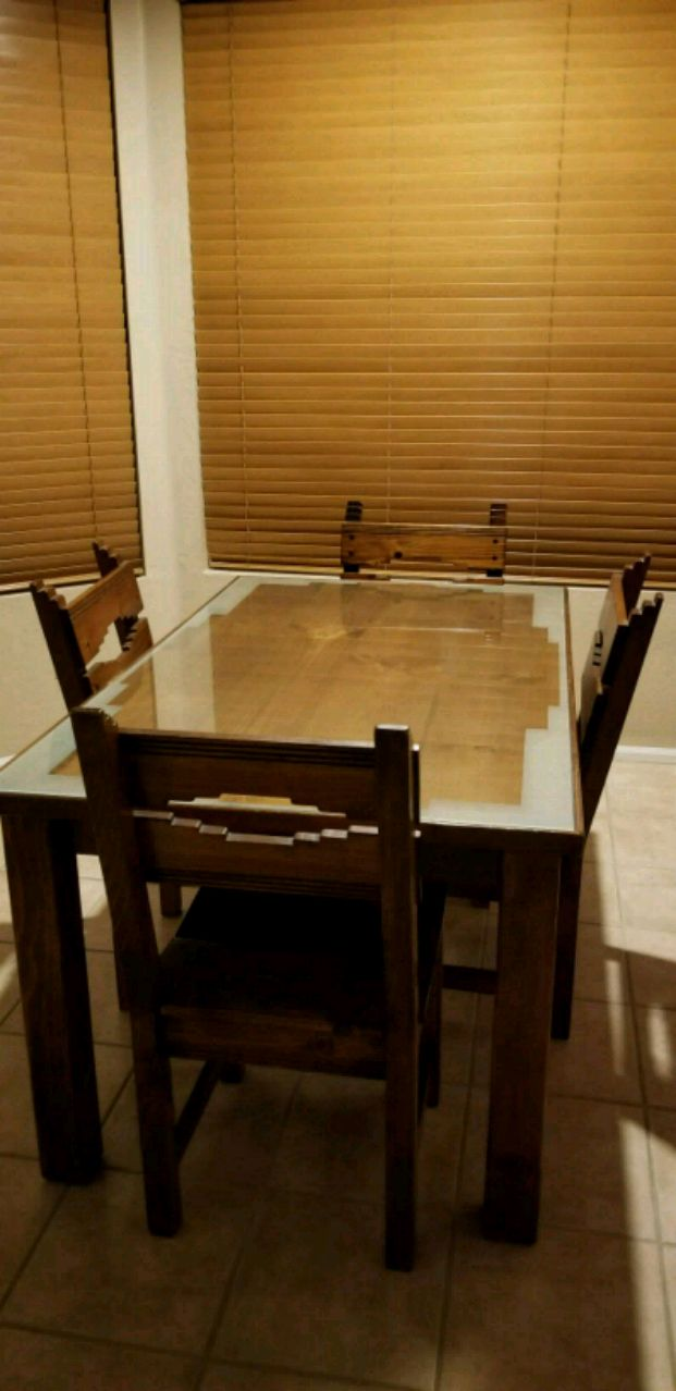 Solid Pine Dining Set With Sw Etched Glass Top