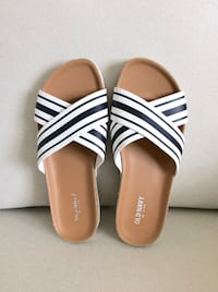 Old Navy women's slides size 7- New, never worn