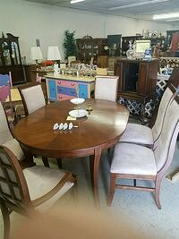 round brown wooden table with four chairs dining set Winchester, 22601