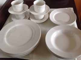 Cream ceramic dinnerware (set of 4:missing 1soup plate/1salad plate)