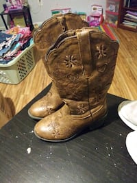 pair of brown leather cowboy boots Kingsport, 37664
