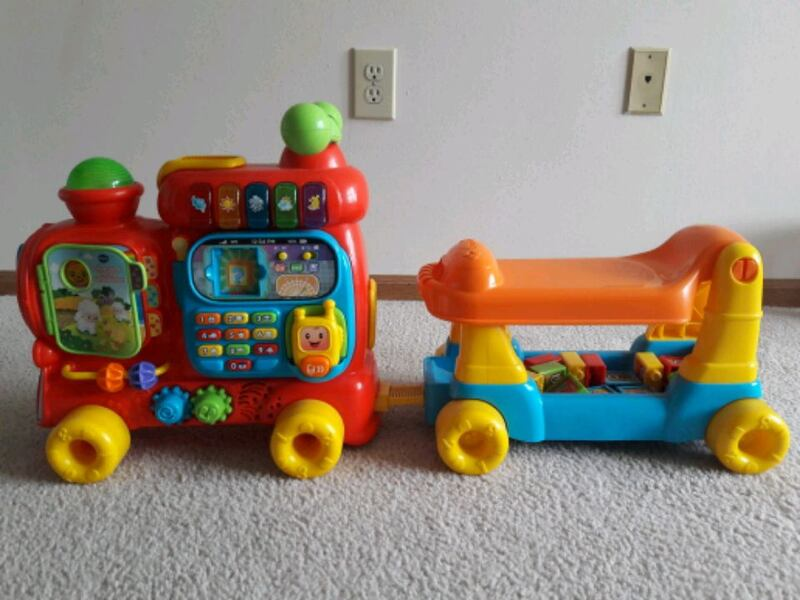 VTech Sit-to-stand alphabet train 224edd63-fa2e-41a3-b3d7-3d40d239dfde