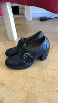pair of black leather shoes Los Angeles, 91601