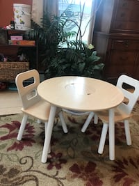 round white wooden pedestal table with four chairs Lindenhurst, 11757