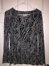 black and gray floral long-sleeved shirt 34 km