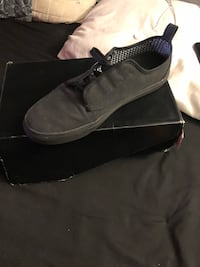 gray low-top shoe with box 2345 mi