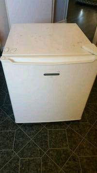 Mini fridge $15 Beaumont, 92223