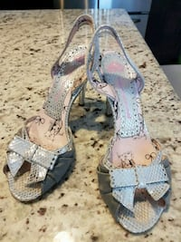 Cute pair of gray leather open-toe heeled sandals 3115 km