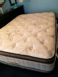 quilted white and gray floral mattress Chicago, 60625