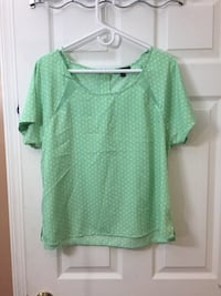 Woman's size large top Hagerstown, 21740