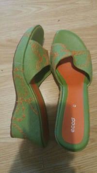 Women's Size 7 Shoes Brentwood Bay, V8M 1R6