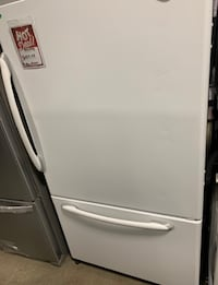 ❥Used Maytag bottom freezer white - Seaford