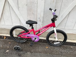 """Specialized Hotrock 16"""" with training wheels Great Condition girl Bike"""