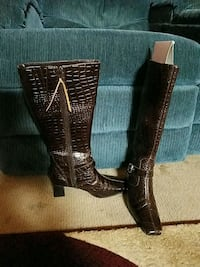 Womens boots leather size 8 Clarksville, 37042