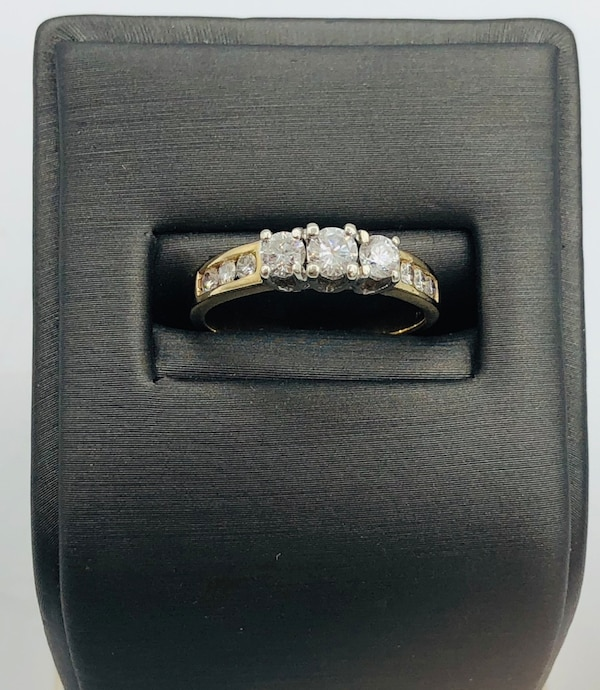 14k yellow gold and diamond ring  62aa7b13-d56f-479a-82cb-880425275047
