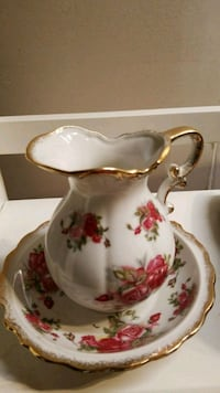 Small pitcher and bowl set  Hagerstown, 21742