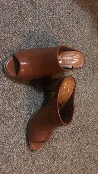Pair of brown leather slide sandals California City, 93505