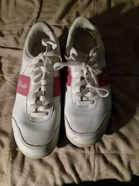 pair of white Nike Air Max shoes Marietta, 30067