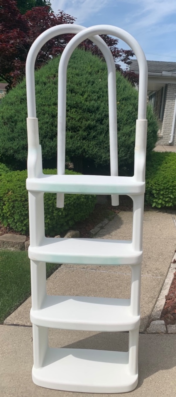 Used Swimming pool ladder for sale in Sterling Heights - letgo