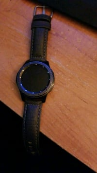 Samsung gear s3 frontier with charing base.  Morgantown, 26505