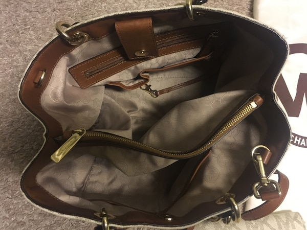 f2fa6ff76ab Brukt Mk Purse And Wallet With Bag Til Salgs I Plano Letgo