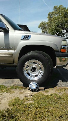 8 lugs HD rims W/tires and covers