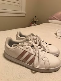 Adidas shoes  Sooke, V9Z