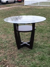 Table with glass top Newark, 19713