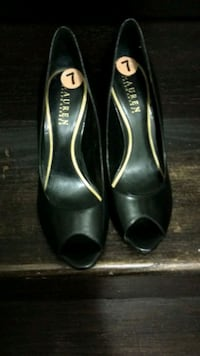 Ralph Lauren leather heels. Toronto, M1B 4X3