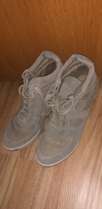 pair of gray Nike running shoes Ankeny, 50023