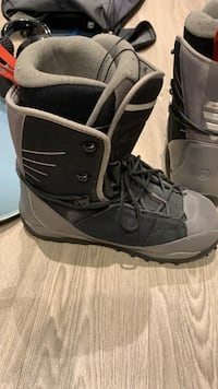 Snowboard, boots & bindings  Vancouver, V5Y 2S7