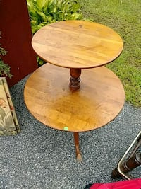round brown wooden pedestal table Coventry, 02816